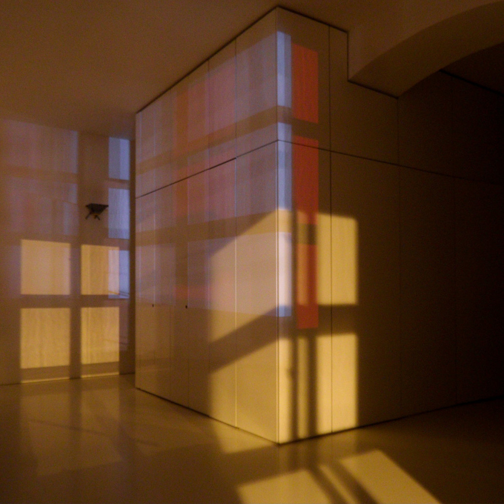 André Werner White Cube Nightshot Red Blue, Vienna 2014. Long exposure photography of the unlit Studio 513 at MuseumsQuartier, Vienna.