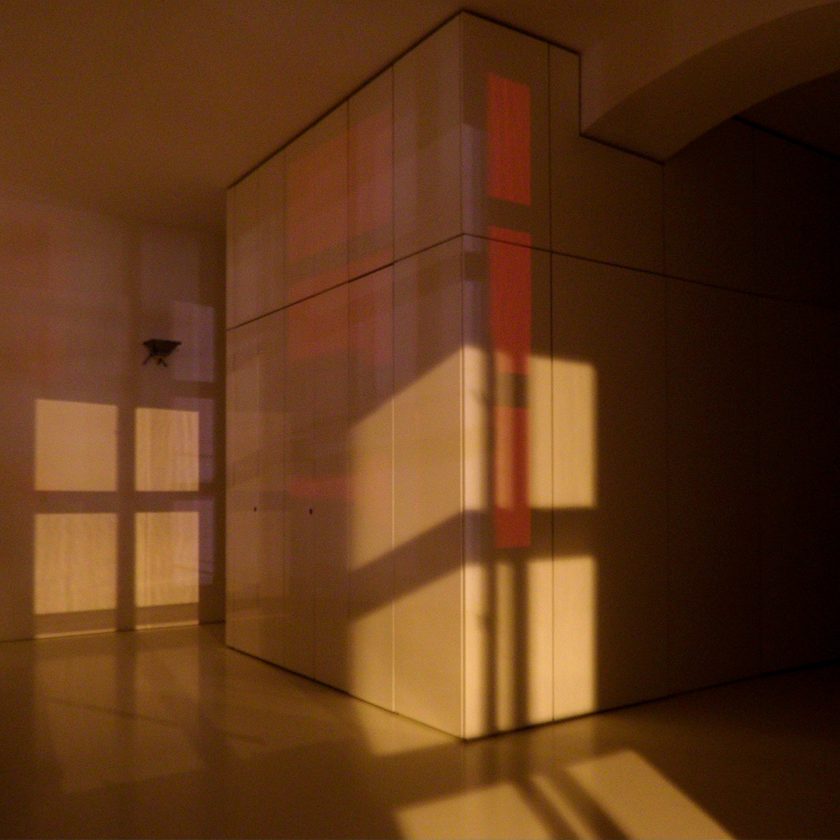André Werner White Cube Nightshot Red, Vienna 2014. Long exposure photography of the unlit Studio 513 at MuseumsQuartier, Vienna.