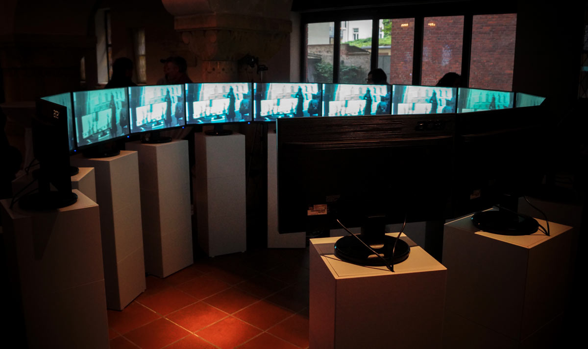 Encounters On Travel, Circles | Interactive video installation for 13 monitors and a curious person, 2017